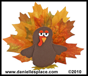 Thanksgiving Treat Holder Turkey Craft for Kids www.daniellesplace.com