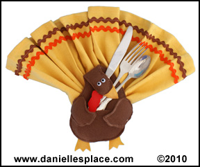 Thanksgiving Turkey Napkin and Silverware Holder Craft www.daniellesplace.com