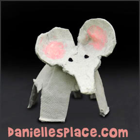 Elephant Craft - Egg Carton Elephant Craft from www.daniellesplace.com
