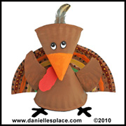 Turkey Craft - Turkey Paper Plate Craft from www.daniellesplace.com