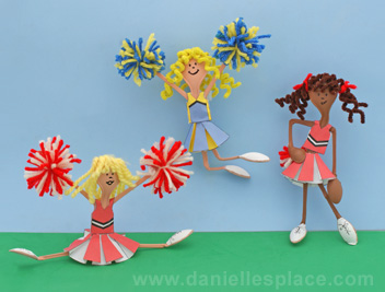 Cheerleader Craft Made with plastic spoons, and paper outfits www.daniellesplace.com