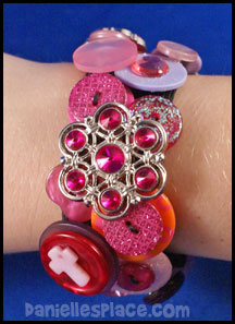 Button Bracelet Craft - Pink www.daniellesplace.com