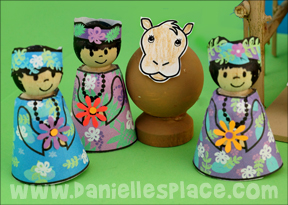 Hawaiian Wise Men Peg Doll Craft with printable patterns for Christmas Nativity Scene from www.daniellesplace.com