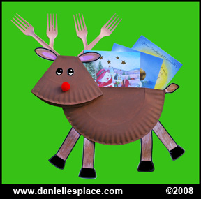 Paper Plate Reindeer Christmas Card Holder Craft Kids Can Make www.daniellesplace.com