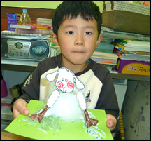 Child making shaking head sheep craft from www.daniellesplace.com  in Iksan, S. Korea